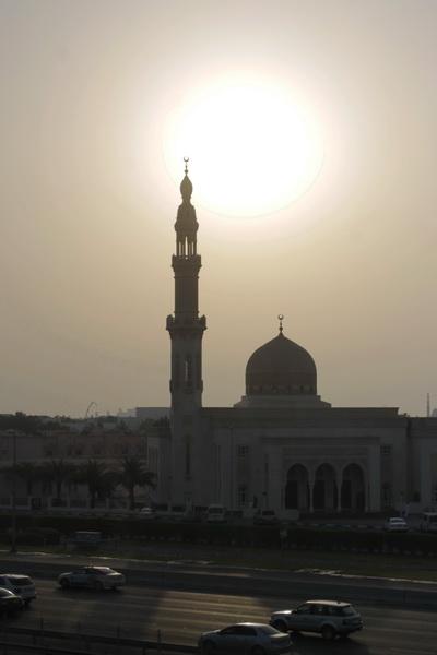 закат в Дубае и мечеть