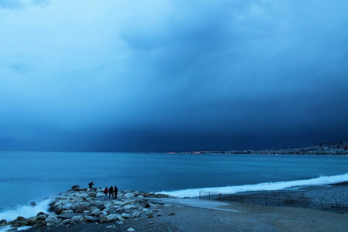 синий закат в Ницце