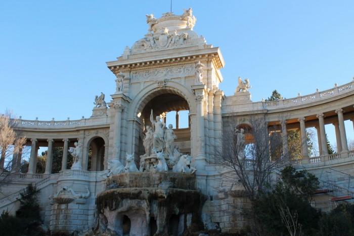 здание музея в Марселя