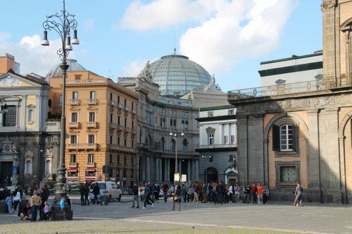 Площадь Плебесцита в Неаполе