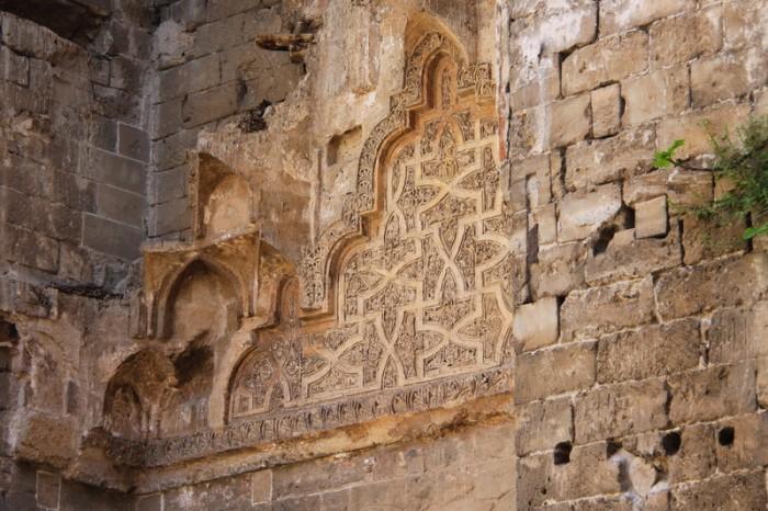 Арабская вязь на стенах Кубы