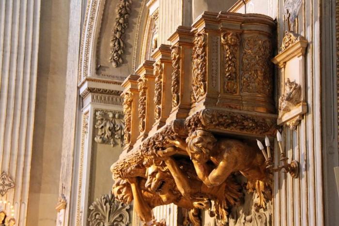 Внутри церкви в Палермо