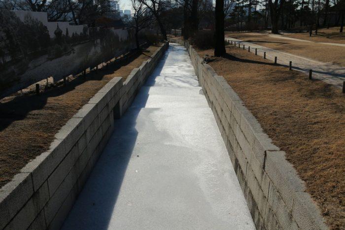 канал во льду